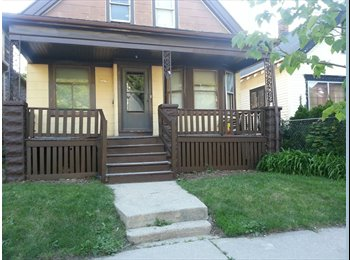 EasyRoommate US - I HAVE2 ROOMs FOR RENT IN A 4 BEDROOM SINGLE FAMIL - Far North Side, Milwaukee Area - $400 pcm