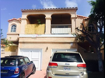 EasyRoommate US - $930 MASTER BEDROOM IN 3 BED 3 BATH TOWNHOUSE IN T - Pacific Beach, San Diego - $930 pcm