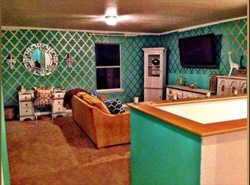 EasyRoommate US - 2 ROOMS AVAILABLE IN A 6 BEDROOM HOUSE - CLEAN PPL - San Antonio, San Antonio - $550 pcm