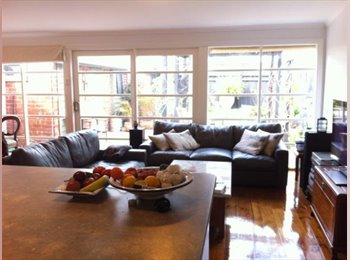 EasyRoommate AU - 2 minutes to foreshore and 3 to Ackland St - St Kilda, Melbourne - $285 pw