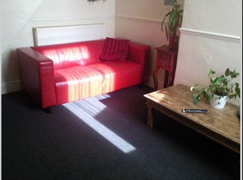 EasyRoommate UK - 2 Large Room close to city centre - Clifton, York - £280 pcm