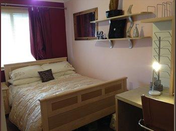 EasyRoommate UK - Double room available - Wallisdown, Poole - £400 pcm