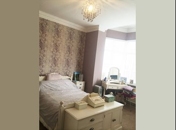 EasyRoommate UK - Large Doule room to rent in large flat - Harrogate, Harrogate - £550 pcm