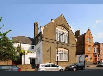 EasyRoommate UK - Amazing space available in June - Poplar, London - £780 pcm