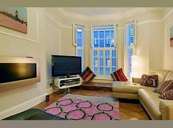 EasyRoommate UK - Exquisitely unique apartment - West End, London - £1,000 pcm