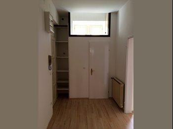 21 qm großes, unmöbiliertes Zimmer (bis september)