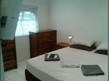 LUXURY 3 BED APARTMENT-AIRCONDITIONED-POOL