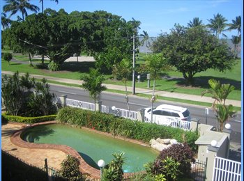 Cairns Esplanade Stylish Mod Townhouse With Views