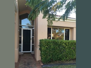 EasyRoommate AU - Room to Rent - Modern Stylish - Close GC Hosp /Uni - Ashmore, Gold Coast - $160 pw