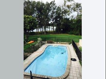Live like a king- waterfront -pool-free wifi-double...