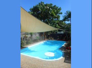 F/F Room in Spacious Queenslander with Pool & Wifi