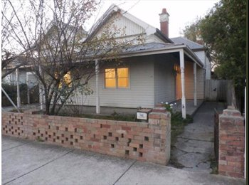 EasyRoommate AU - Furnished room singles/couples/travellers - Coburg, Melbourne - $150 pw