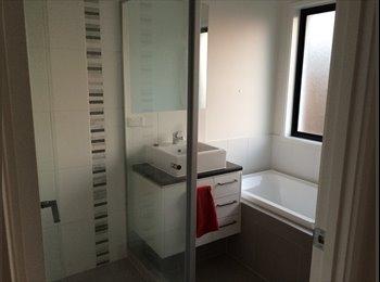 EasyRoommate AU - Room and own bathroom available - Doolandella, Brisbane - $200 pw