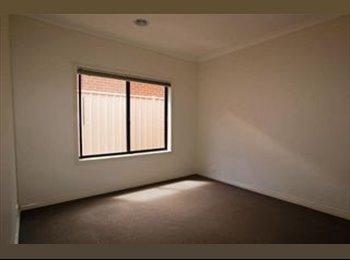 EasyRoommate AU - Room for Rent!! - Kennington, Bendigo - $100 pw