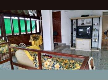 EasyQuarto BR - Cobertura Duplex - Icaraí, Niterói - R$ 1.000 Por mês