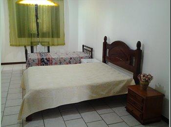 EasyQuarto BR - Casa Sobral - Itaipu, Niterói - R$ 1.000 Por mês