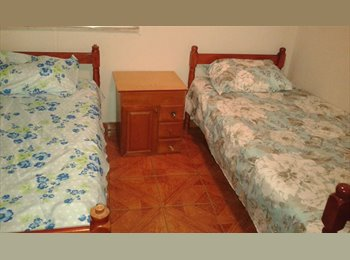 EasyQuarto BR - Quarto com 2 camas de solteiro para moças - Fátima, Niterói - R$ 450 Por mês