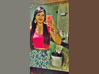 Camila - 26 - Profissional