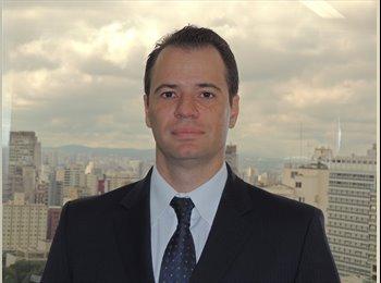 Renato - 40 - Profissional