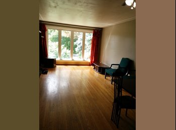 EasyRoommate CA - Looking for a female student to rent out a room - Kitchener, South West Ontario - $450 pcm