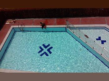 Room w private bath, pool and sauna in Estadio