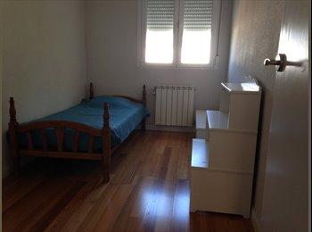 Habitación individual amueblada y luminosa