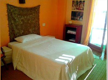 Ibiza. Habitación en piso de San Antonio