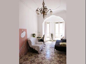 Habitación grande y luminosa (Large, bright room)