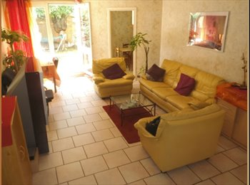 Chambre meublée dans Duplex avec jardin