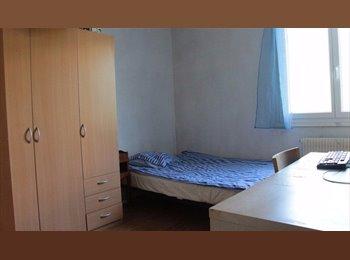 Appartager FR - 2 chambres dispo 09/05/2015 dans coloc à 3 - Villeurbanne, Lyon - 370 € / Mois