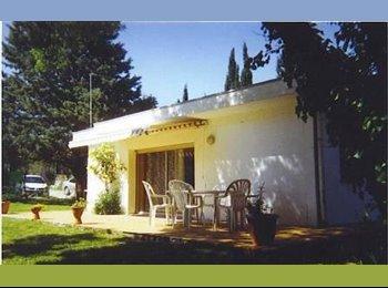 Appartager FR - location  à 10 MNS CARCASSONNE MAISON INDEPENDANTE AVEC JARDIN - Carcassonne, Carcassonne - 350 € / Mois
