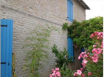 Appartager FR - Chambre fonctionnelle dans une maison confortable - Niort, Niort - 350 € / Mois