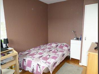 Appartager FR - location chambre pour étudiante sérieuse - Echirolles, Grenoble - 230 € / Mois