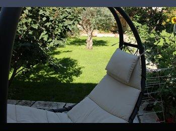Appartager FR - Petite Chambre dans maison avec jardin potager  proche gare - Nîmes, Nîmes - 360 € / Mois