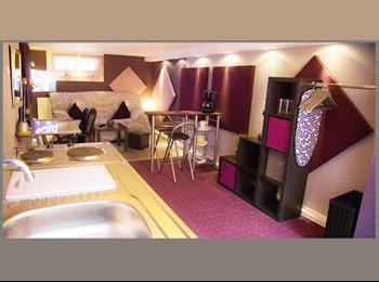 Appartager FR - CHAMBRE CHEZ L'HABITANT - Noisy-le-Grand, Paris - Ile De France - 620 € / Mois