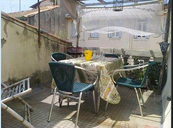 Appartager FR - location studio terrasse Nîmes centre Arènes - Nîmes, Nîmes - 400 € / Mois