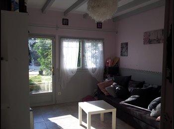 Appartager FR - colocation/services 35 m2 privés dans villa 160m2 - Montpellier-centre, Montpellier - 450 € / Mois