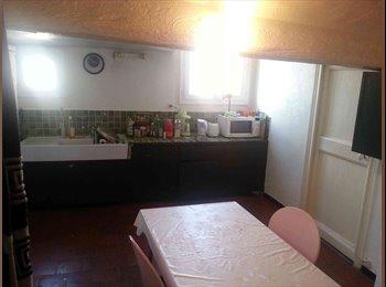 Appartager FR - Appartement très clair - Cœur de Ville, Nice - 470 € / Mois