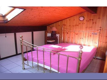Appartager FR - Chambre spacieuse chez l'habitant - Ambilly, Annemasse - 700 € / Mois