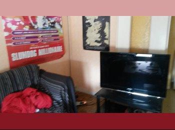 A louer chambre meublée dans t6 en colocation