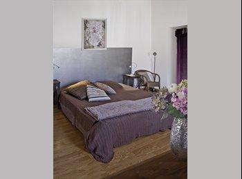 Appartager FR - Grande Chambre chez l'Habitant - Entraigues-sur-la-Sorgue, Avignon - 400 € / Mois