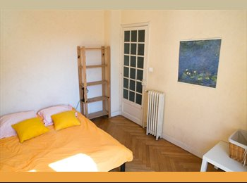1 room available from July 1st in Nice center near beach