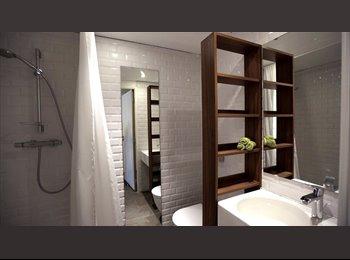 Chambre moderne avec salle de bain privée