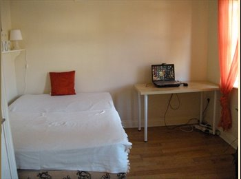 EasyRoommate IE - 2 double rooms available  for the summer term - Dublin City Centre, Dublin - €430 pcm