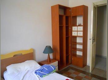 EasyStanza IT - stanza con balcone arredata - Materdei - Museo, Napoli - € 250 al mese
