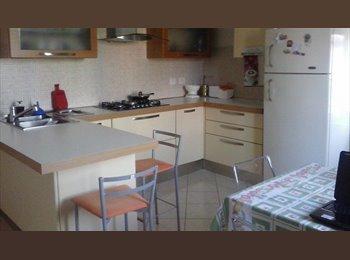 EasyStanza IT - Stanza matrimoniale con bagno riservato a PARMA - Parma, Parma - € 320 al mese