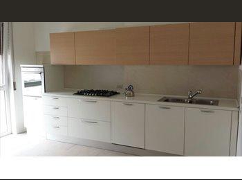 EasyStanza IT - Doppia con grande bagno privato - Padova, Padova - € 580 al mese