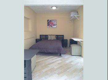 Espaciosa Habitación con baño propio y cocineta