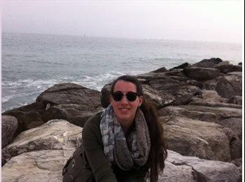 Tania - 20 - Student