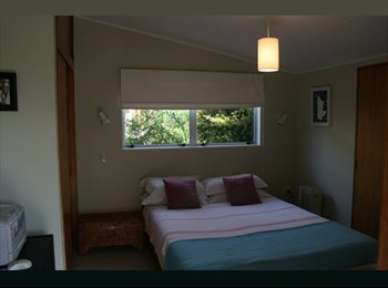 NZ - Retro house with log fire on the hill. - Havelock North, Napier-Hastings - $140 pw